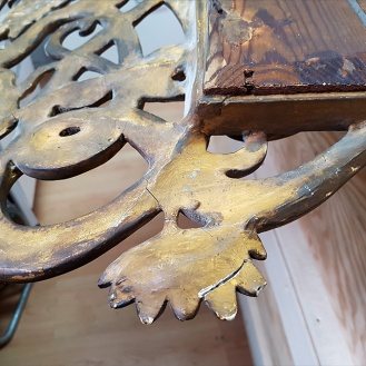 Detail of the crack on the top ornamental part of the frame.